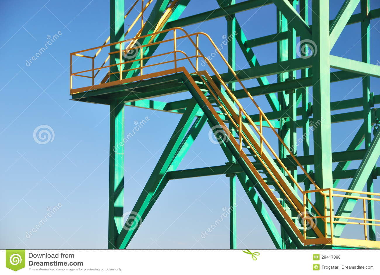 Primer de la torre del metal