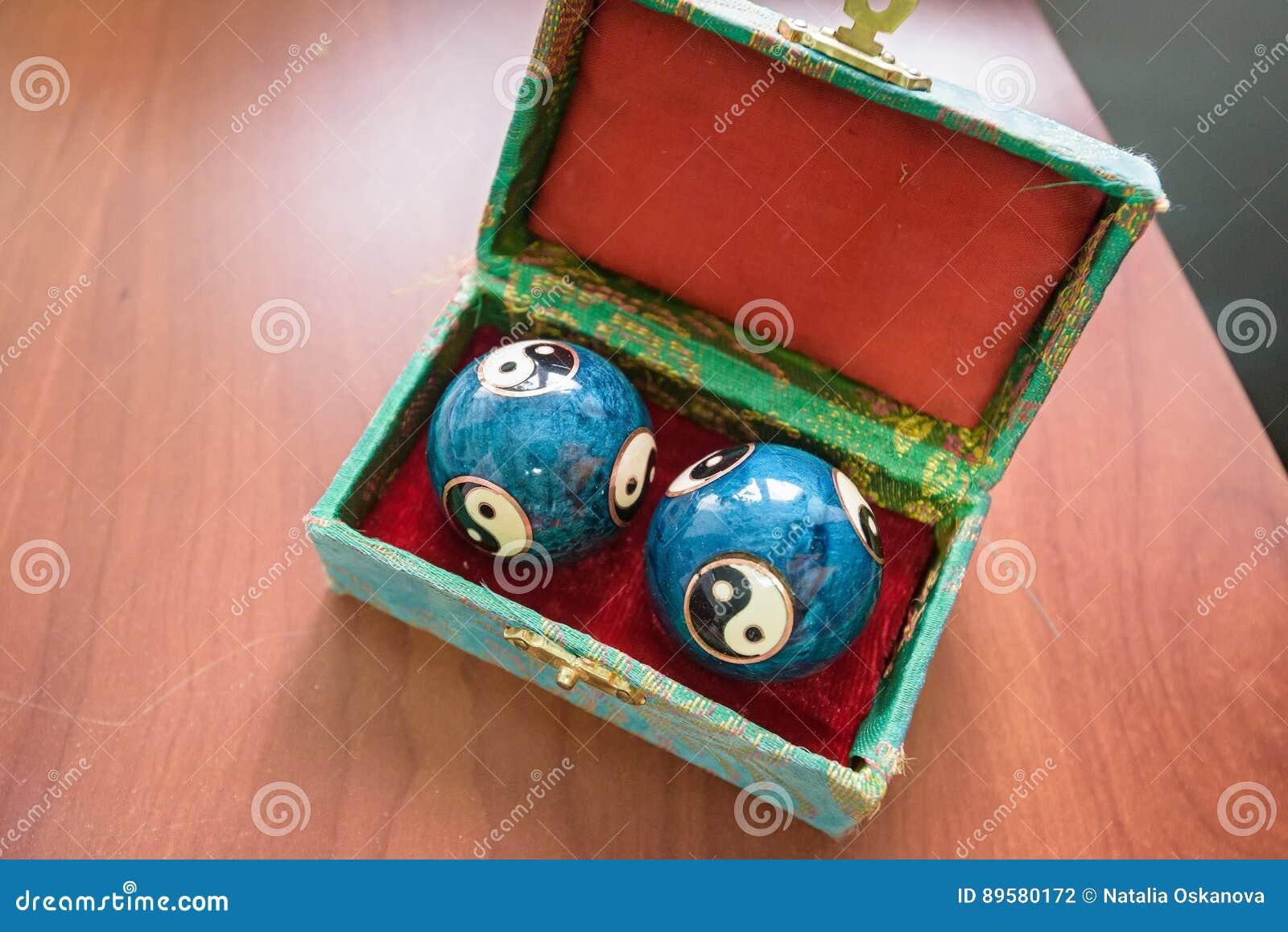 Primer de las bolas azules de Baoding del chino en caja