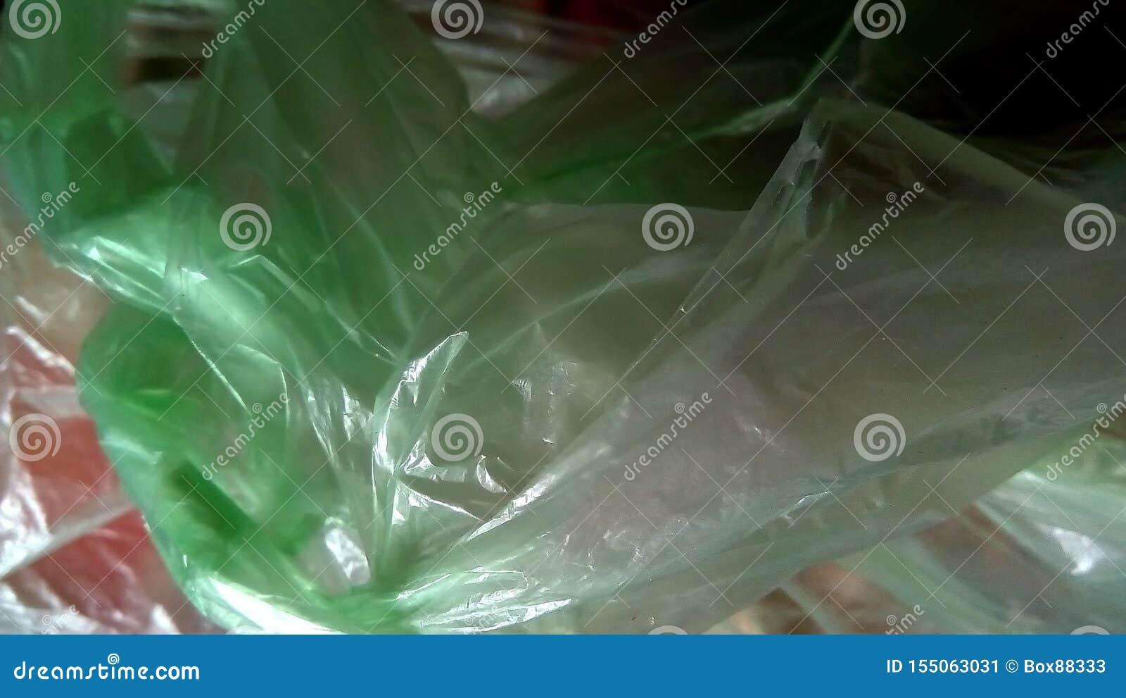 Primer de las bolsas de plástico coloreadas Composición abstracta del polietileno