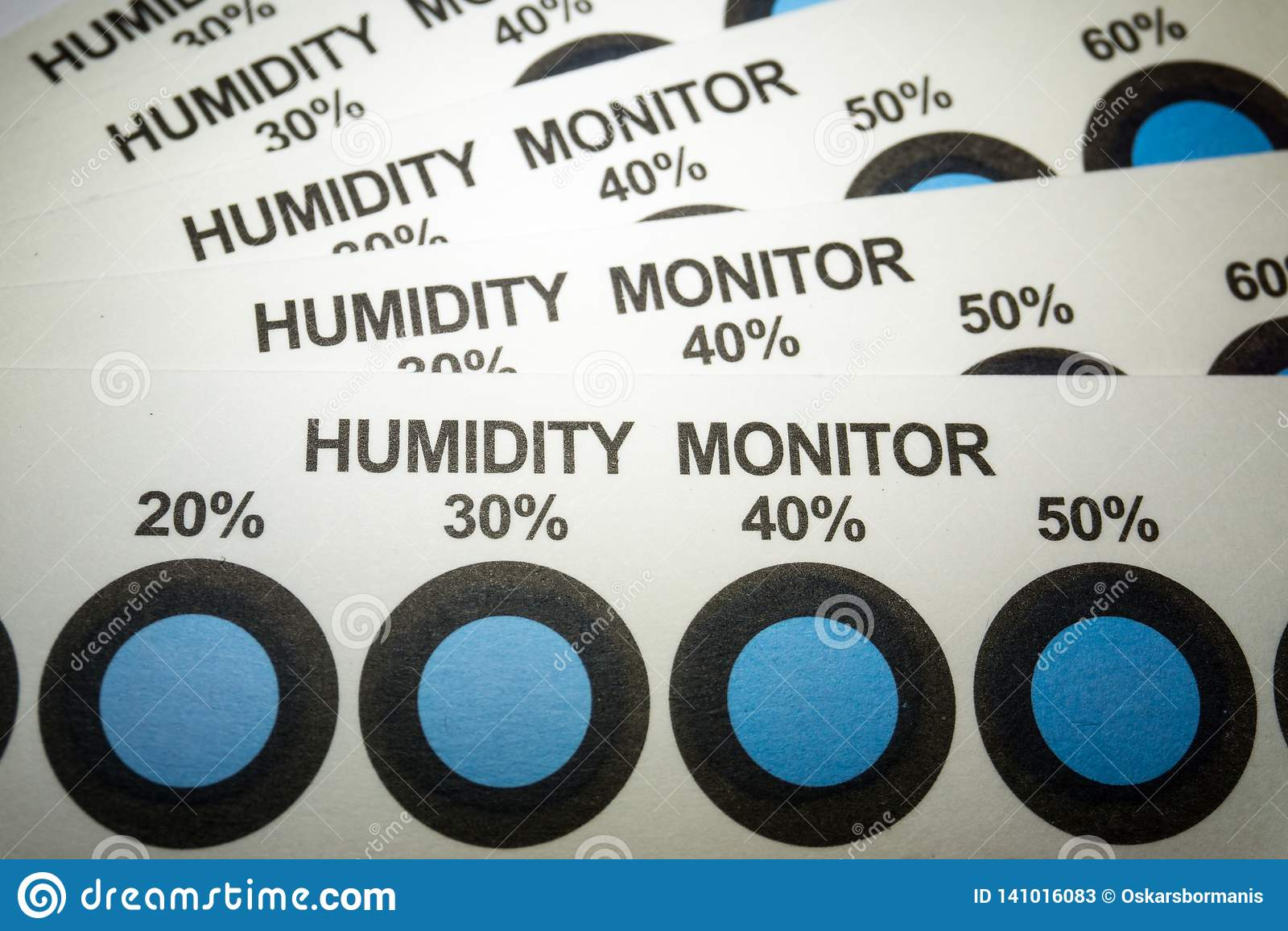 Primer de las tarjetas del indicador de humedad de la industria fabril de la electrónica con los puntos de indicador azules