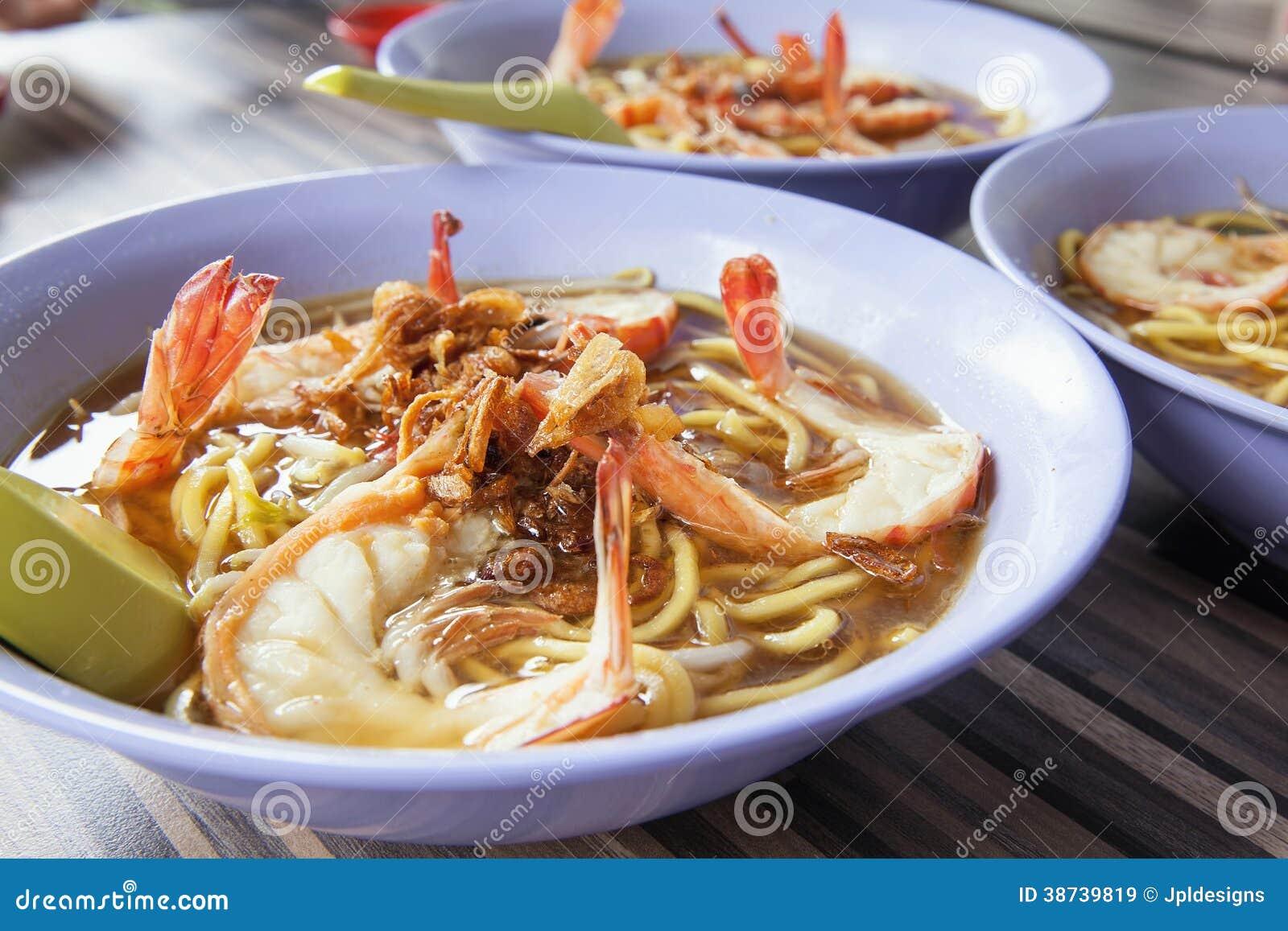 Primer de los cuencos de los tallarines de la gamba de la sopa de Hokkien
