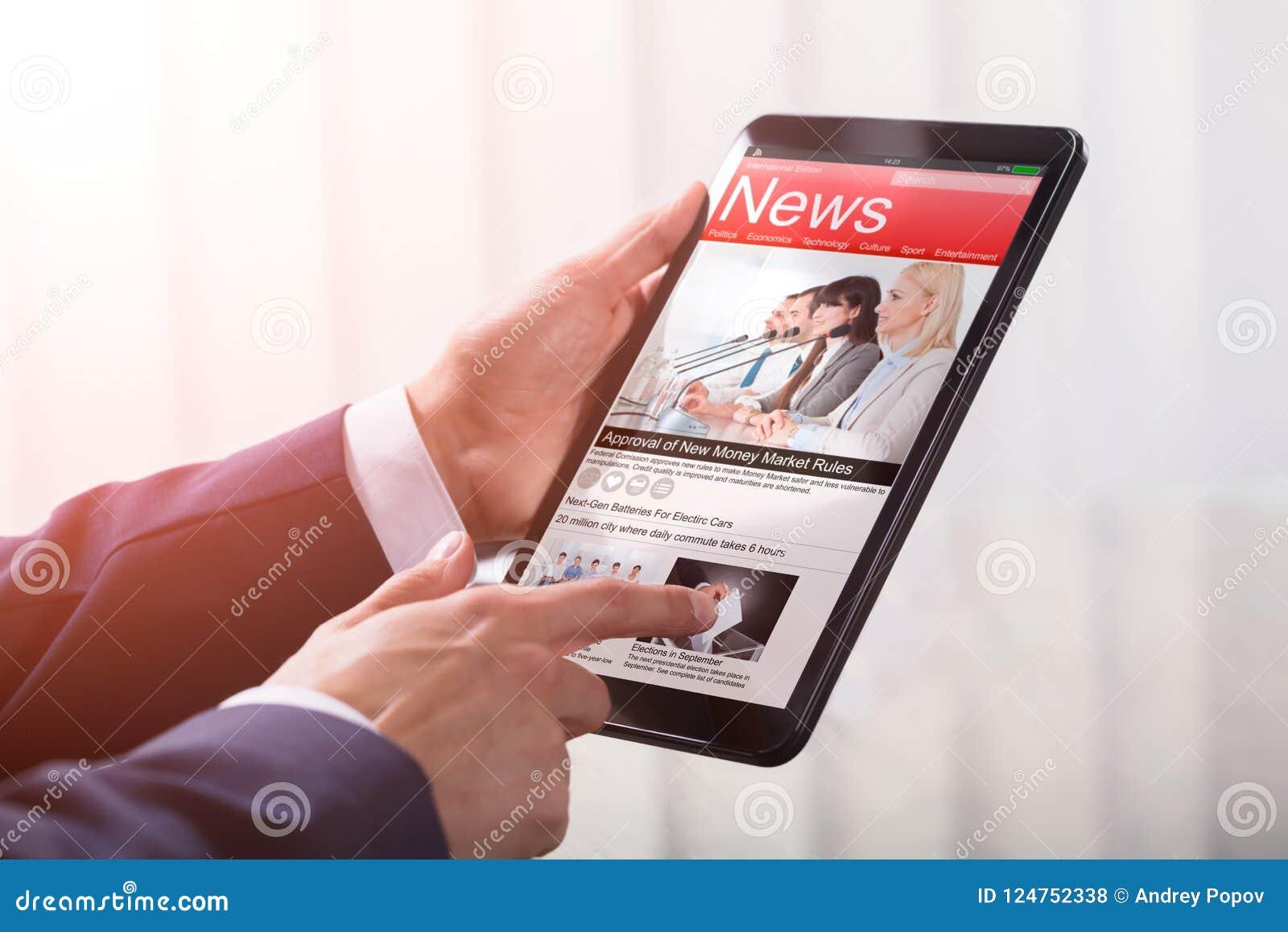 Primer de un empresario Holding Tablet