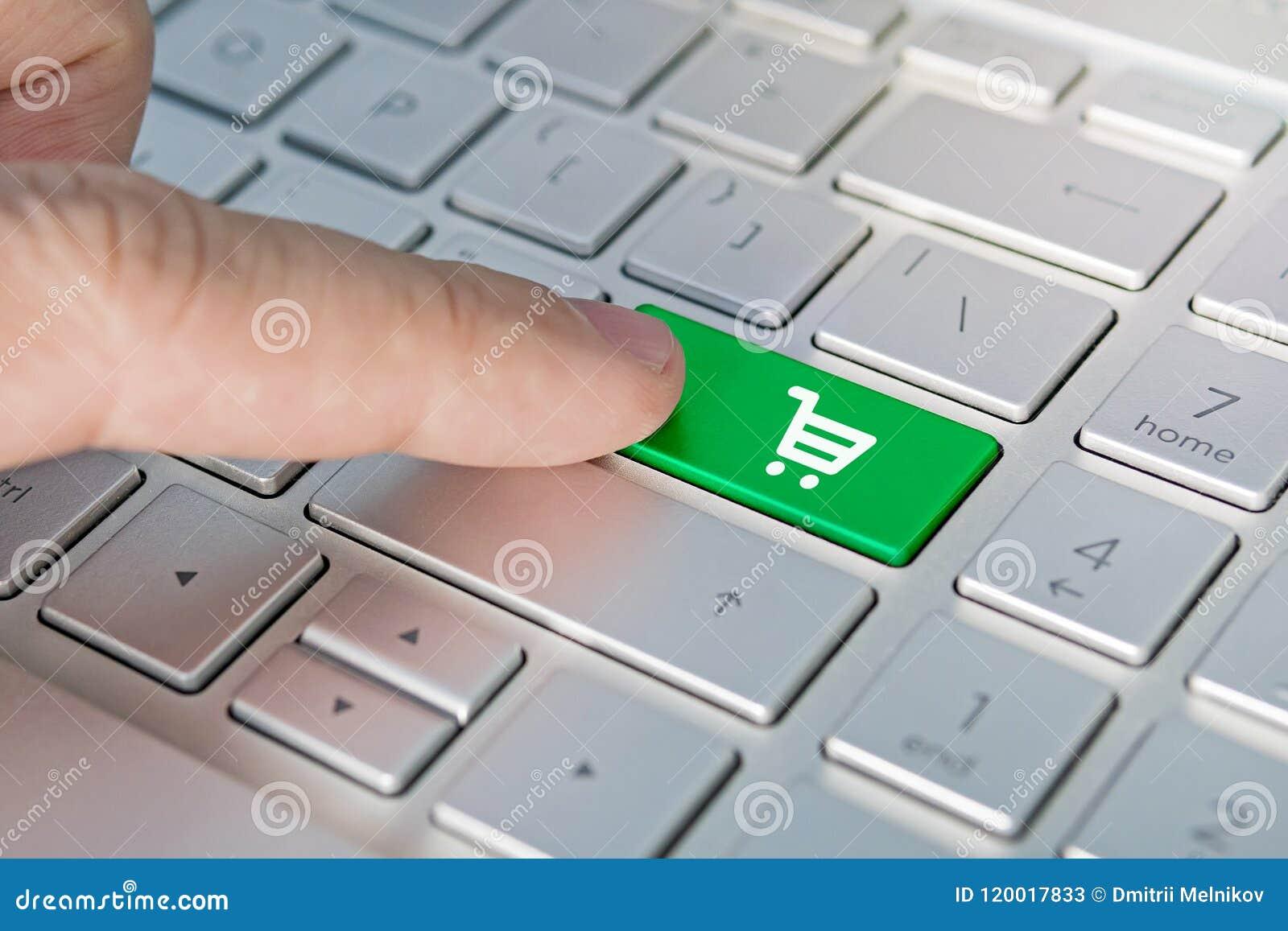 Primer Del Botón Del Símbolo Del Carro De La Compra Hand