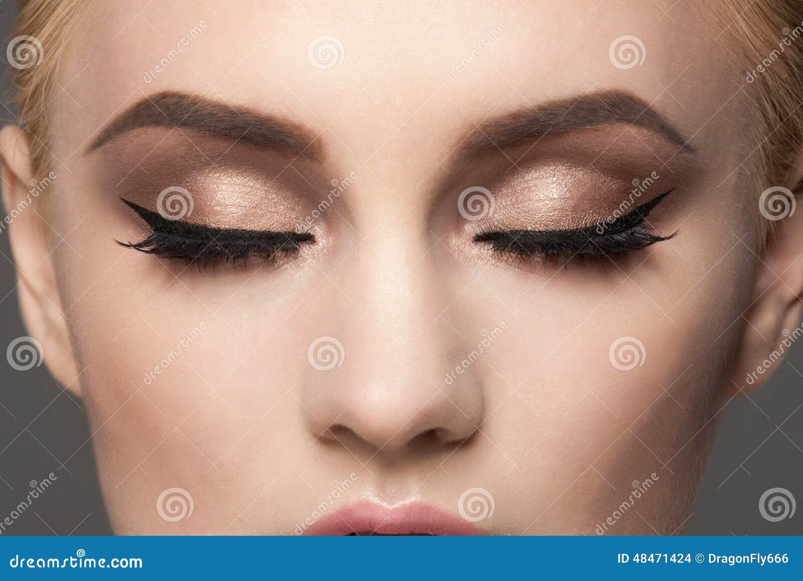 Primer del maquillaje del ojo