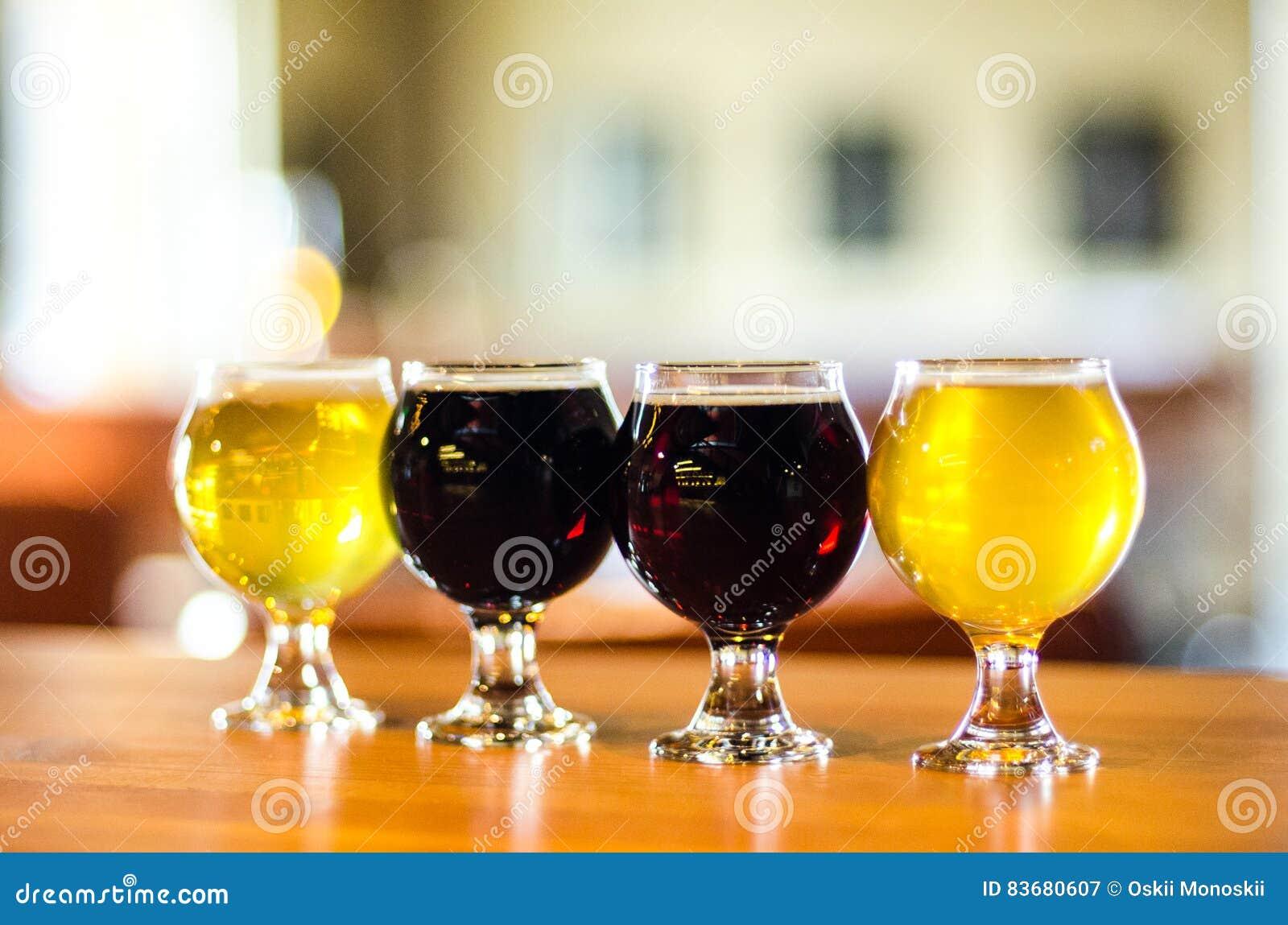 Primer del vuelo de la cerveza del arte
