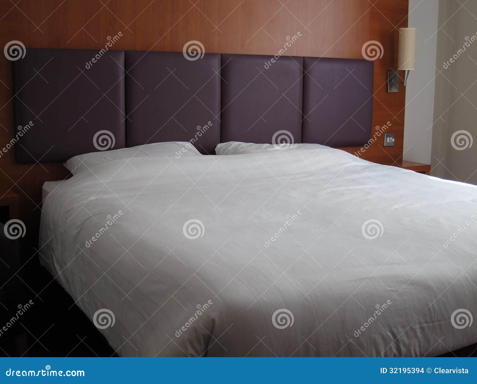 primer gigante grande de la cama matrimonial imagenes de