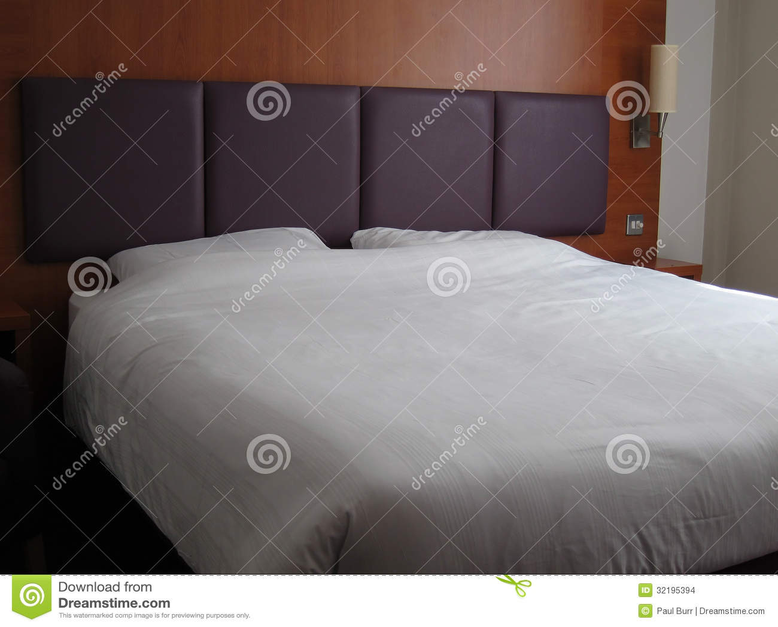 Primer gigante grande de la cama matrimonial imagenes de for Cama matrimonial moderna grande