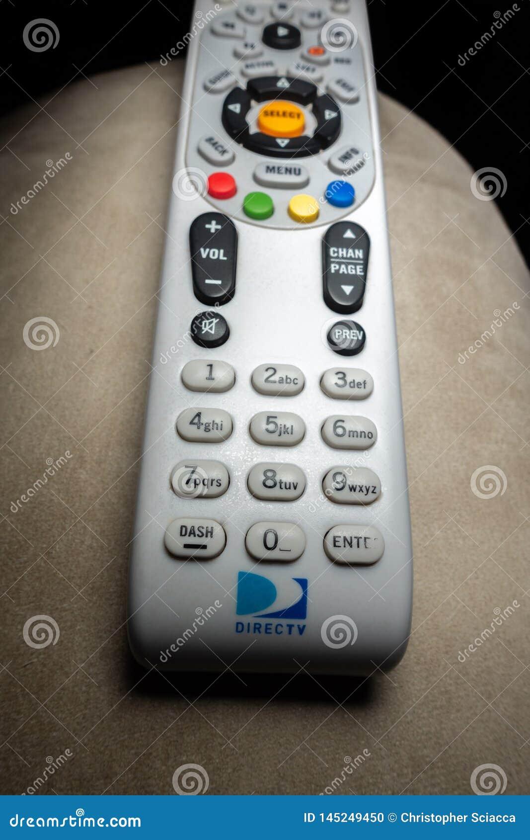 Primer tirado remoto de DirecTV en la butaca con el fondo negro