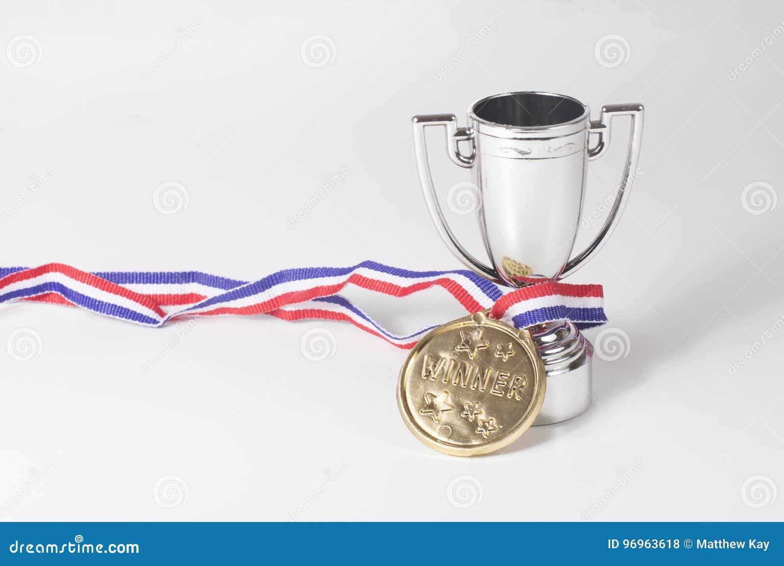 Primera medalla de oro del lugar y trofeo de los ganadores