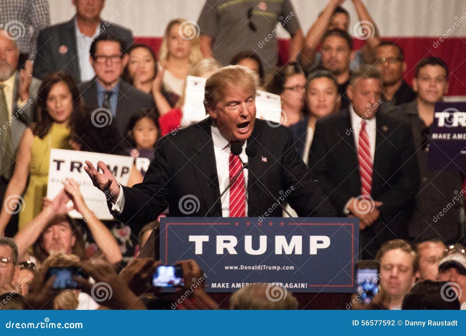 Primera reunión de la campaña presidencial de Donald Trump en Phoenix