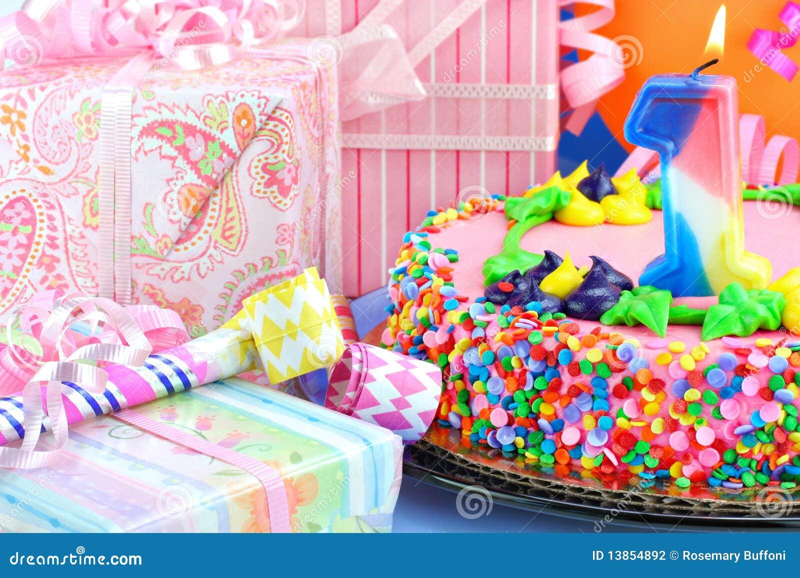 Primera torta de la fiesta de cumpleaños