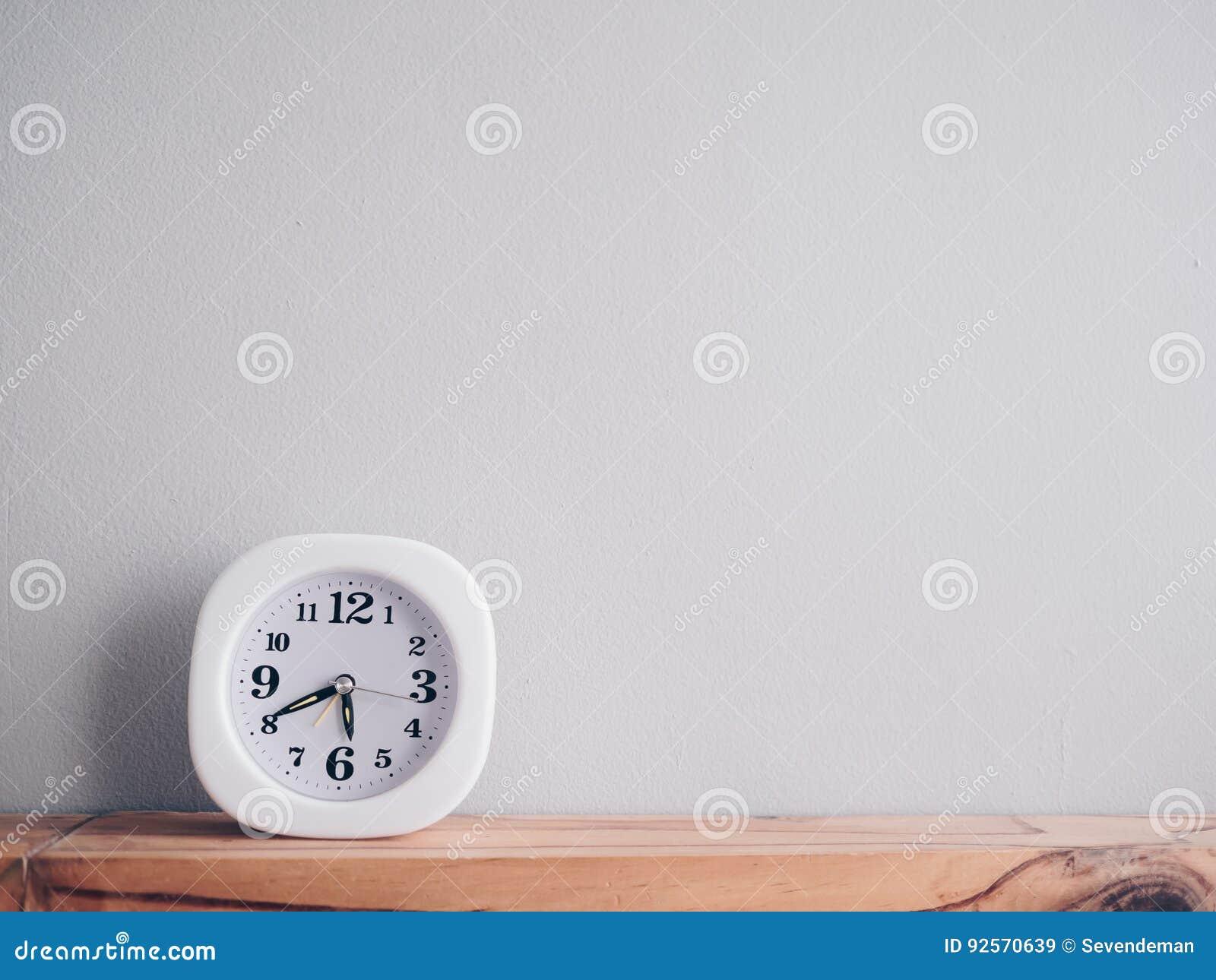 Primo mattino di manifestazione dell orologio e tempo semplici quasi uguagliare