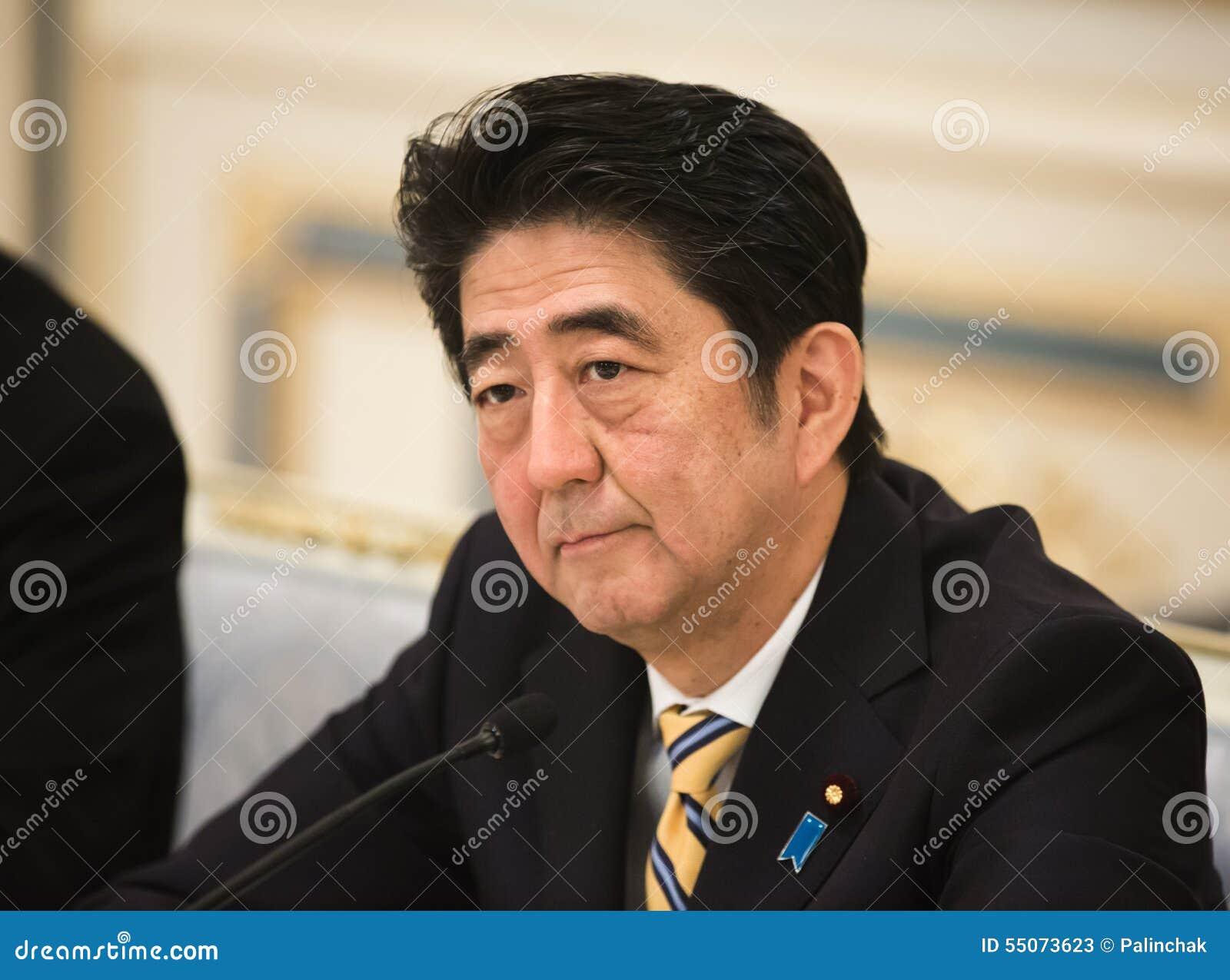 KIEV, UCRAINA - 6 giugno 2015: Primo ministro giapponese Shinzo Abe nel corso della sua riunione con presidente dell'Ucraina Petro Poroshenko a Kiev. - primo-ministro-giapponese-shinzo-abe-55073623