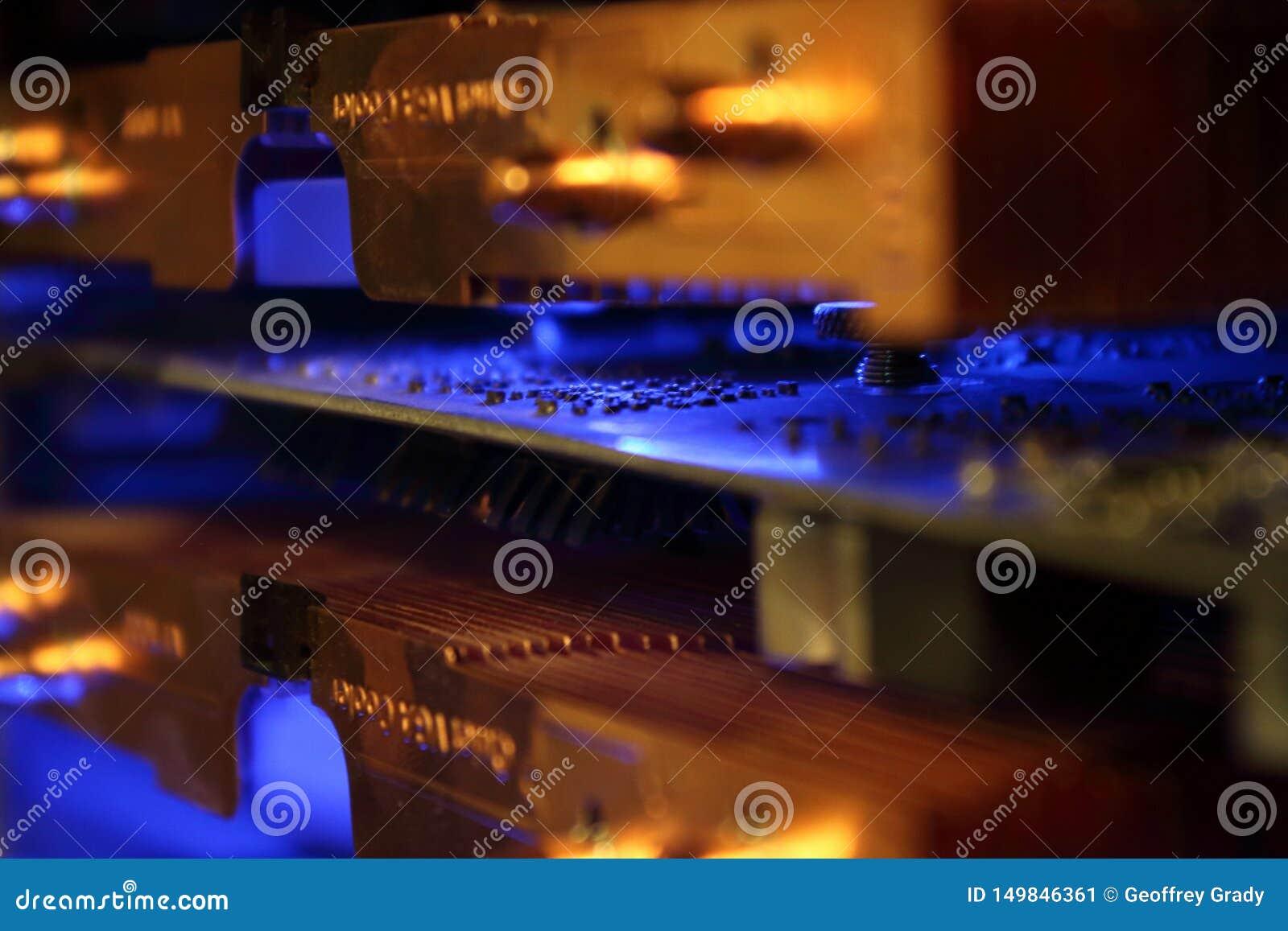 Primo piano astratto del dispositivo di raffreddamento della carta grafica del computer