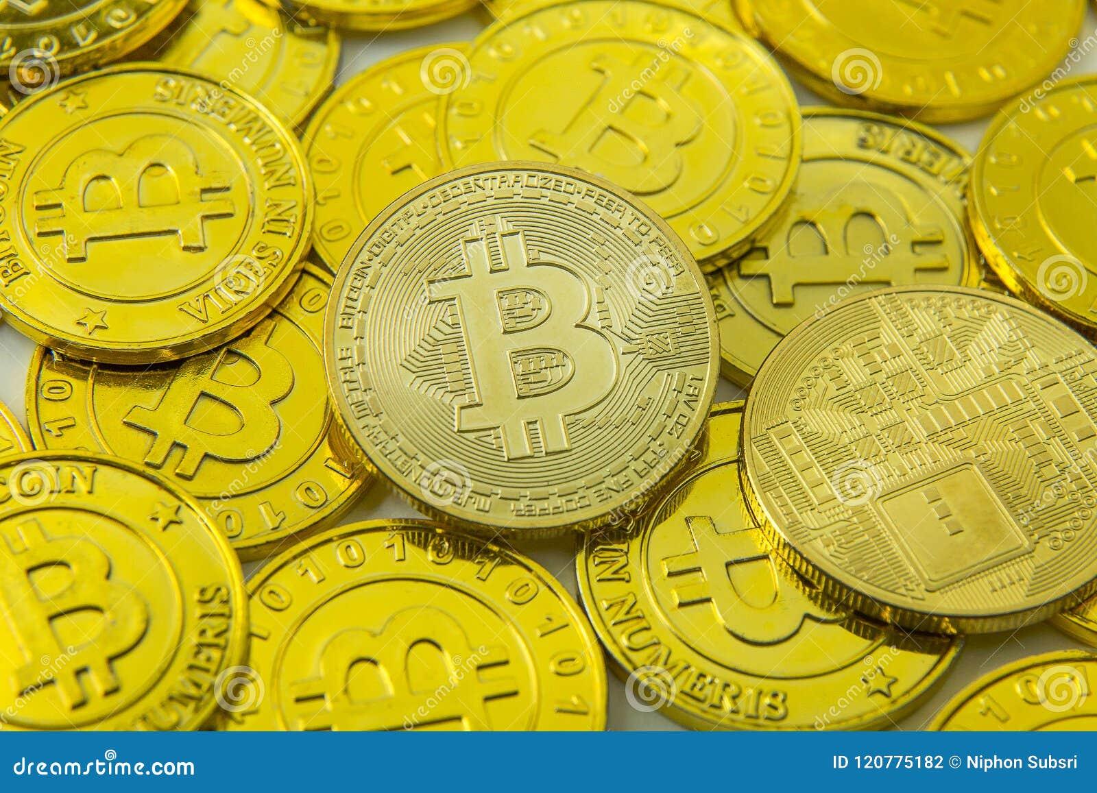 Primo piano cripto di immagine dei soldi elettronici di valuta di Bitcoin