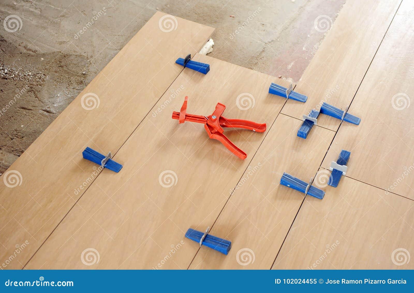 Primo piano degli strumenti per la stenditura della pavimentazione