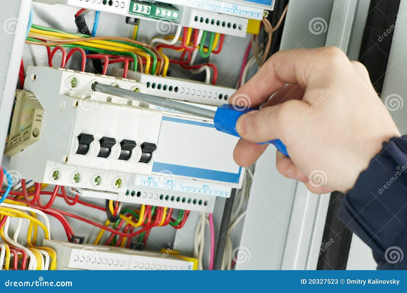 Primo piano del lavoro dell elettricista