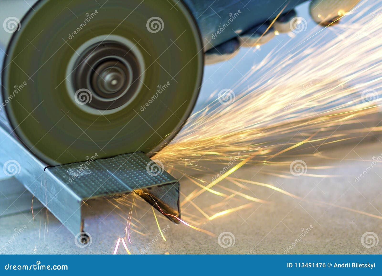 Tagliare piastrelle con smerigliatrice come cambiare il disco e