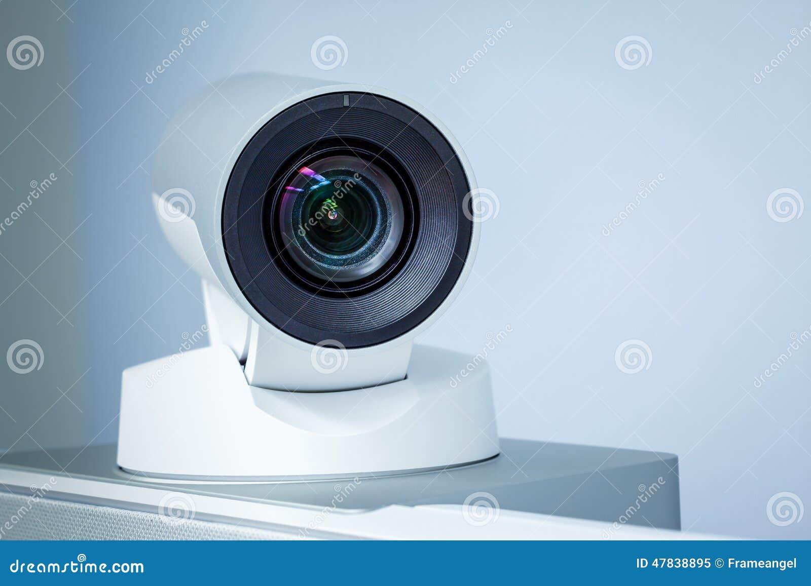 Primo piano della macchina fotografica di teleconferenza, di videoconferenza o di telepresence