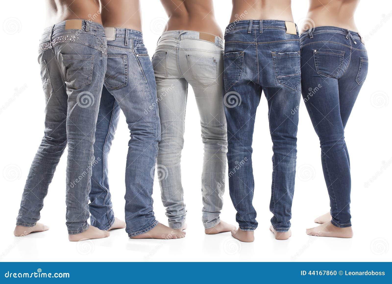 Primo piano delle blue jeans d uso dell uomo e della donna