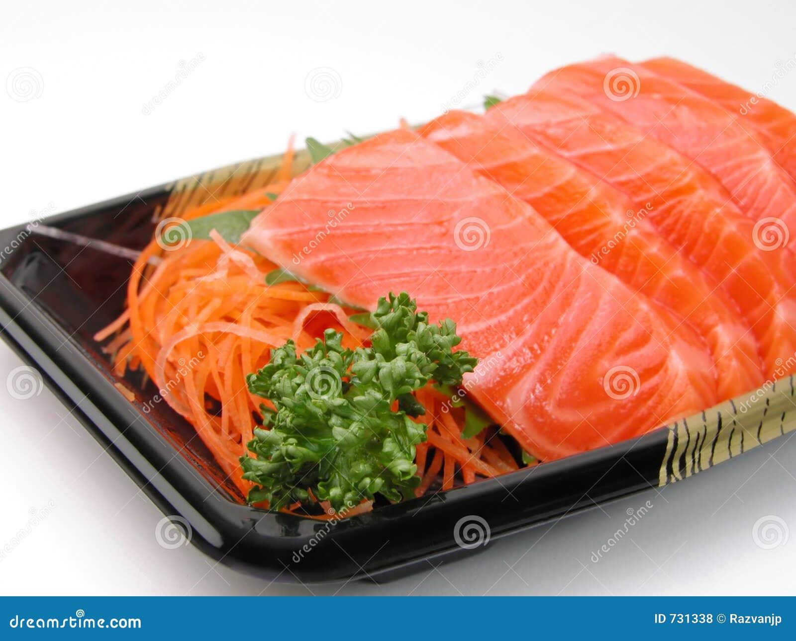 Primo piano di color salmone del sashimi