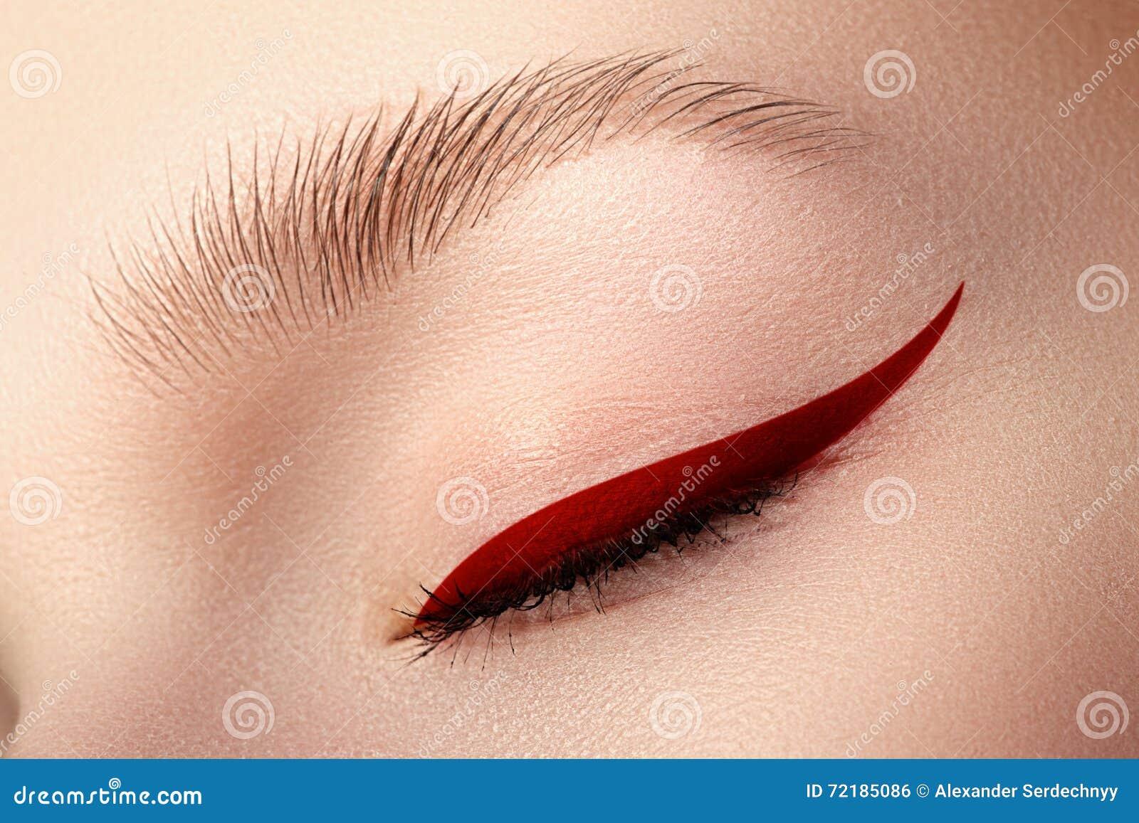 Primo piano di eleganza di bello occhio femminile con il bri di tendenza di modo