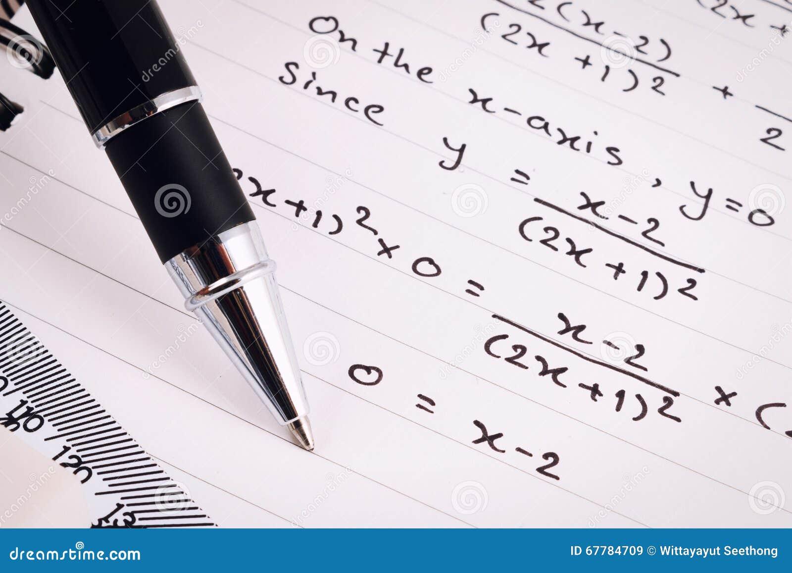 Primo Piano Di Equazioni O Di Matematica Lavoro Soluzione ...