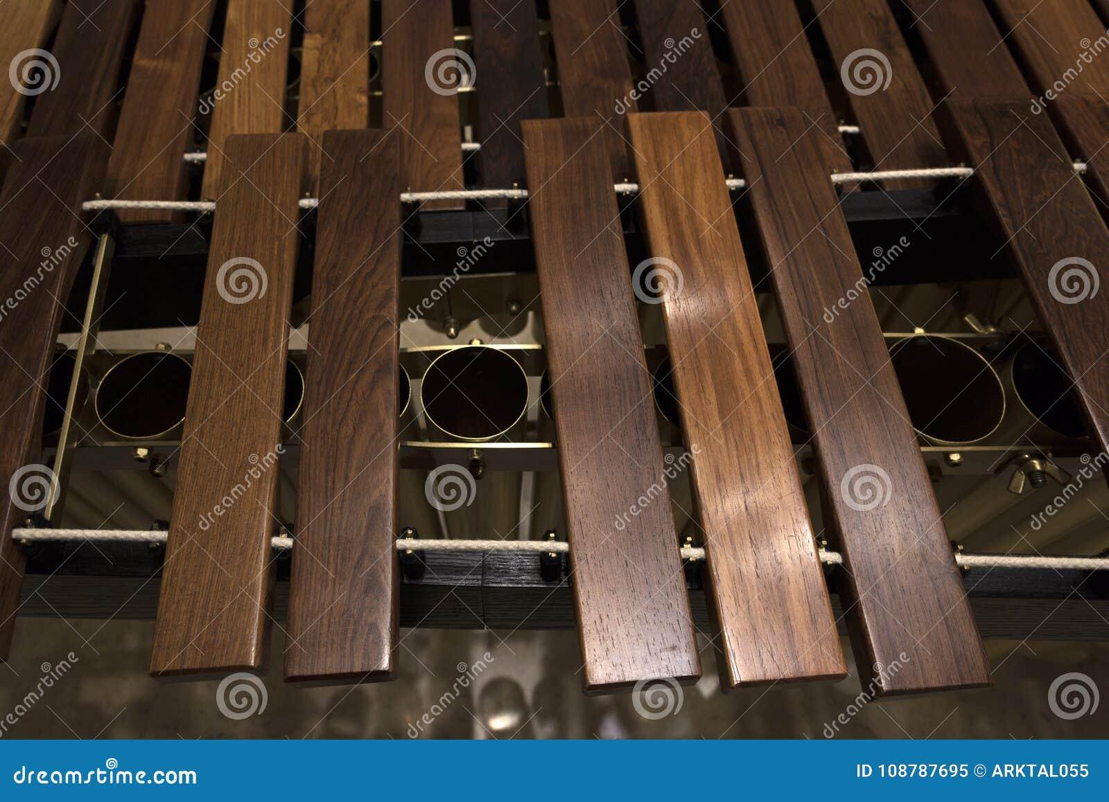 Primo piano di legno moderno della marimba