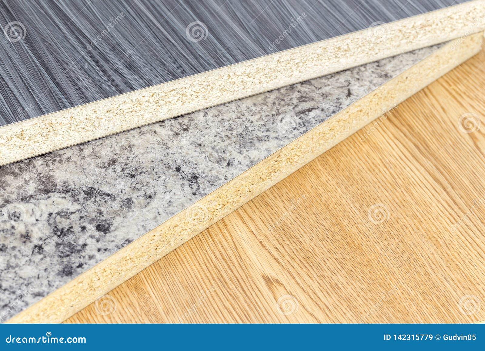 Primo piano di produzione dell officina delle tavole di legno sulla fabbrica moderna