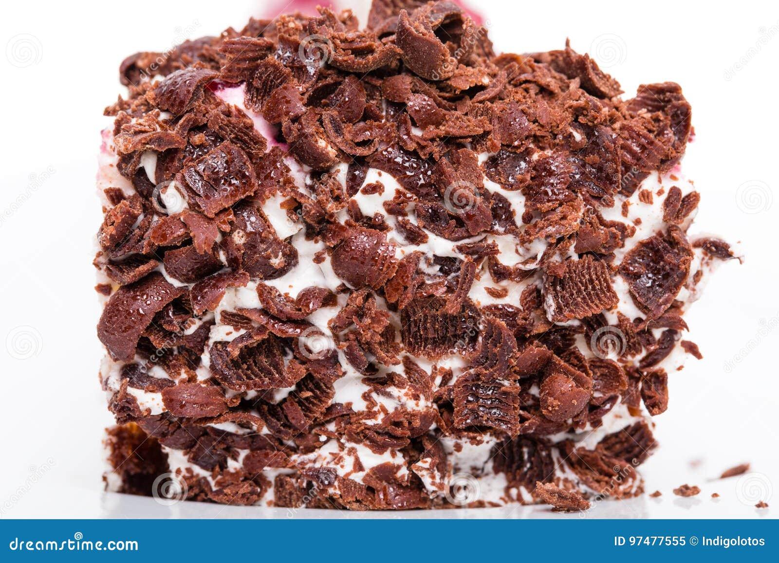 Primo piano di torta di formaggio con cioccolato grattato