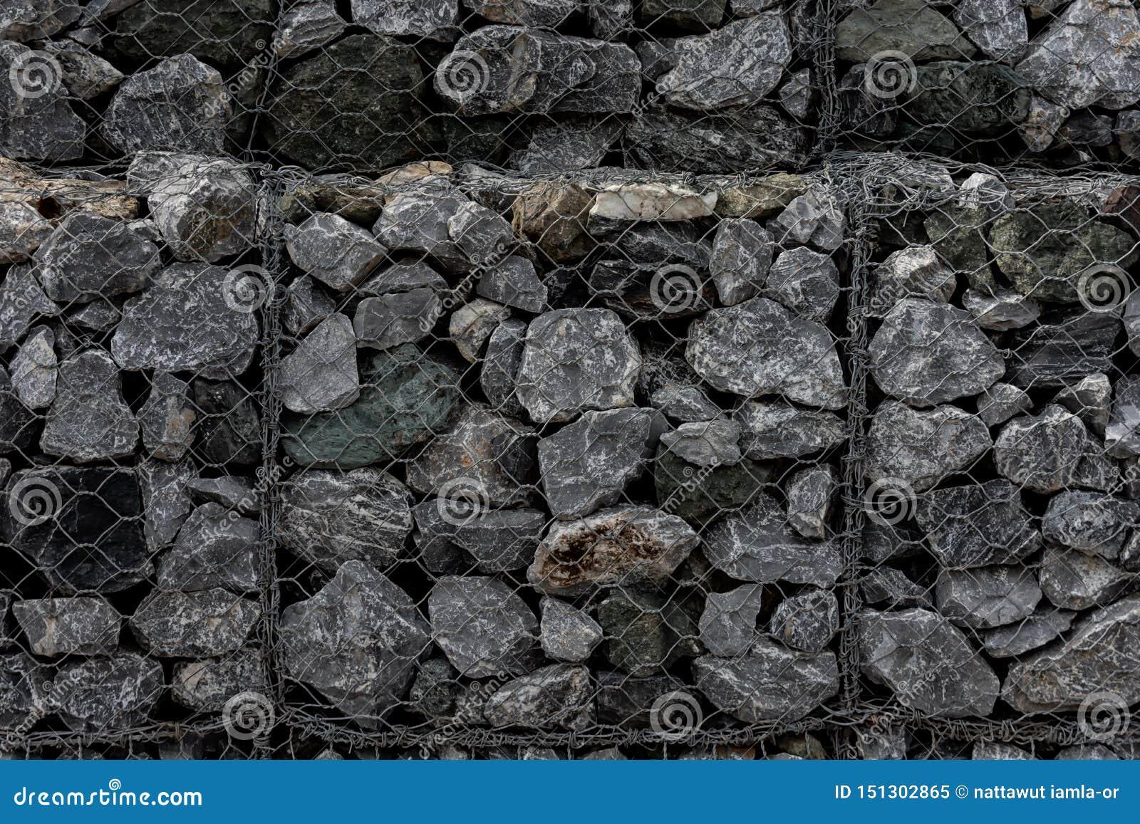Muro Fatto In Pietra primo piano di un muro di sostegno fatto delle pietre una