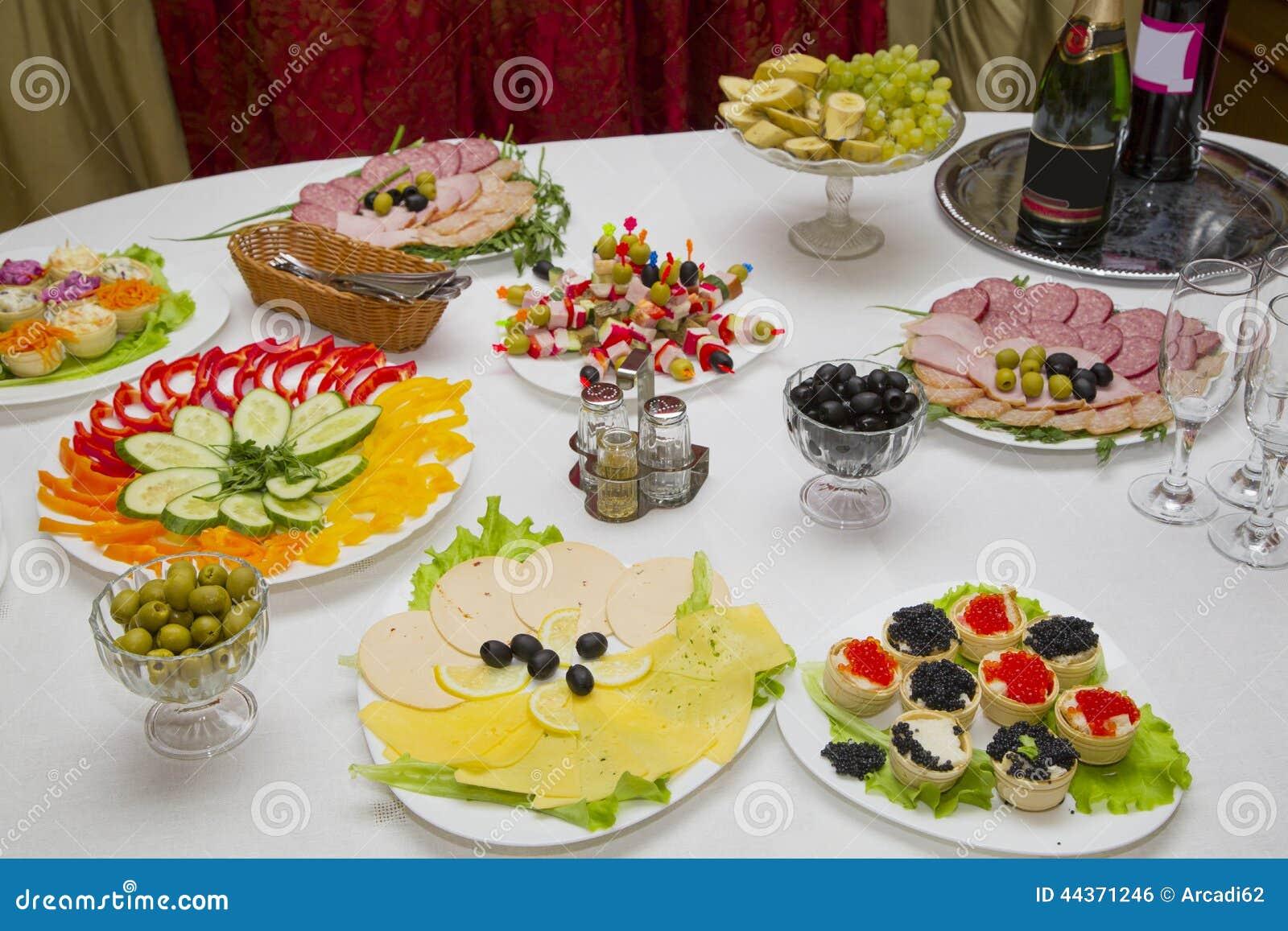 Primo piano di una tavola festiva