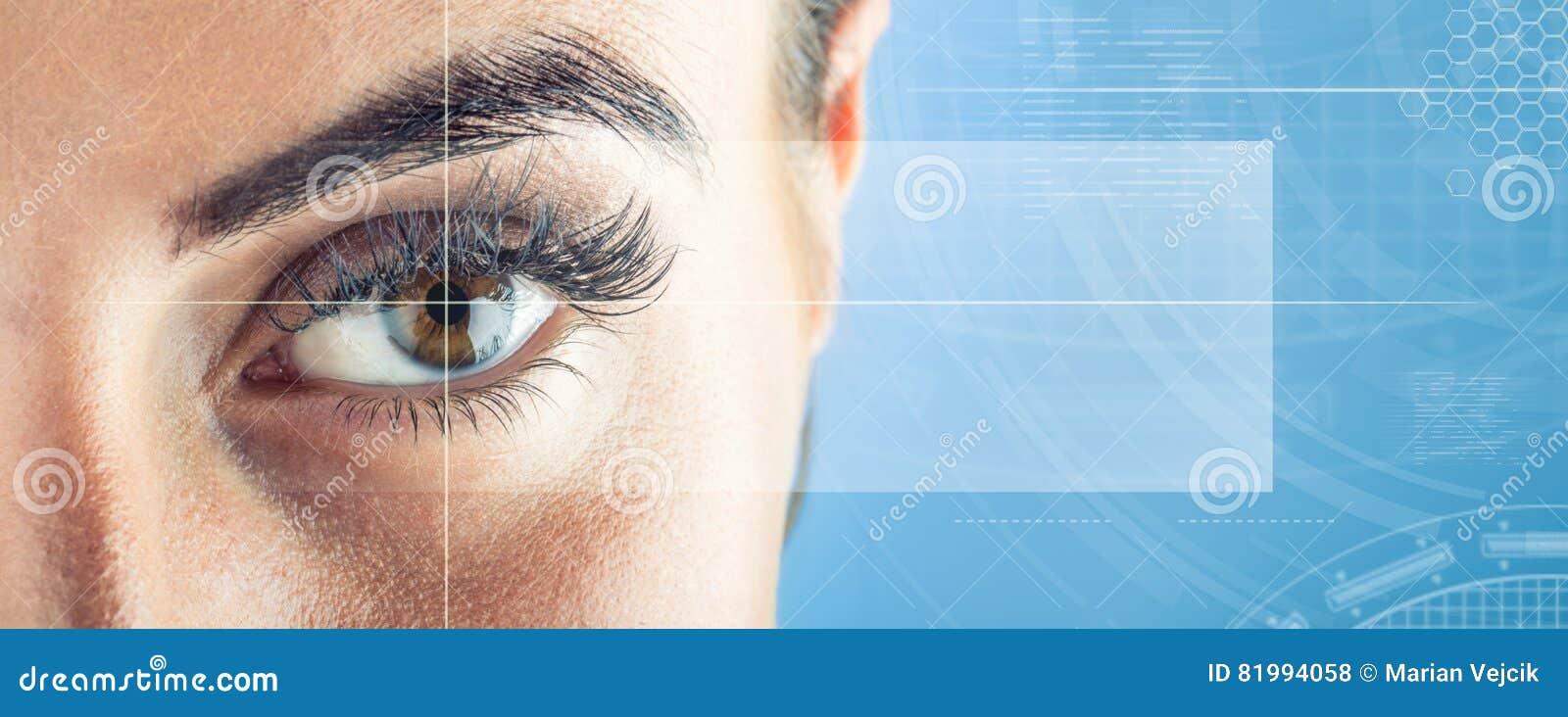 Primo piano di woman& x27; occhio di s Bello occhio femminile a macroistruzione Nuovo concetto di tecnologia e futuristico