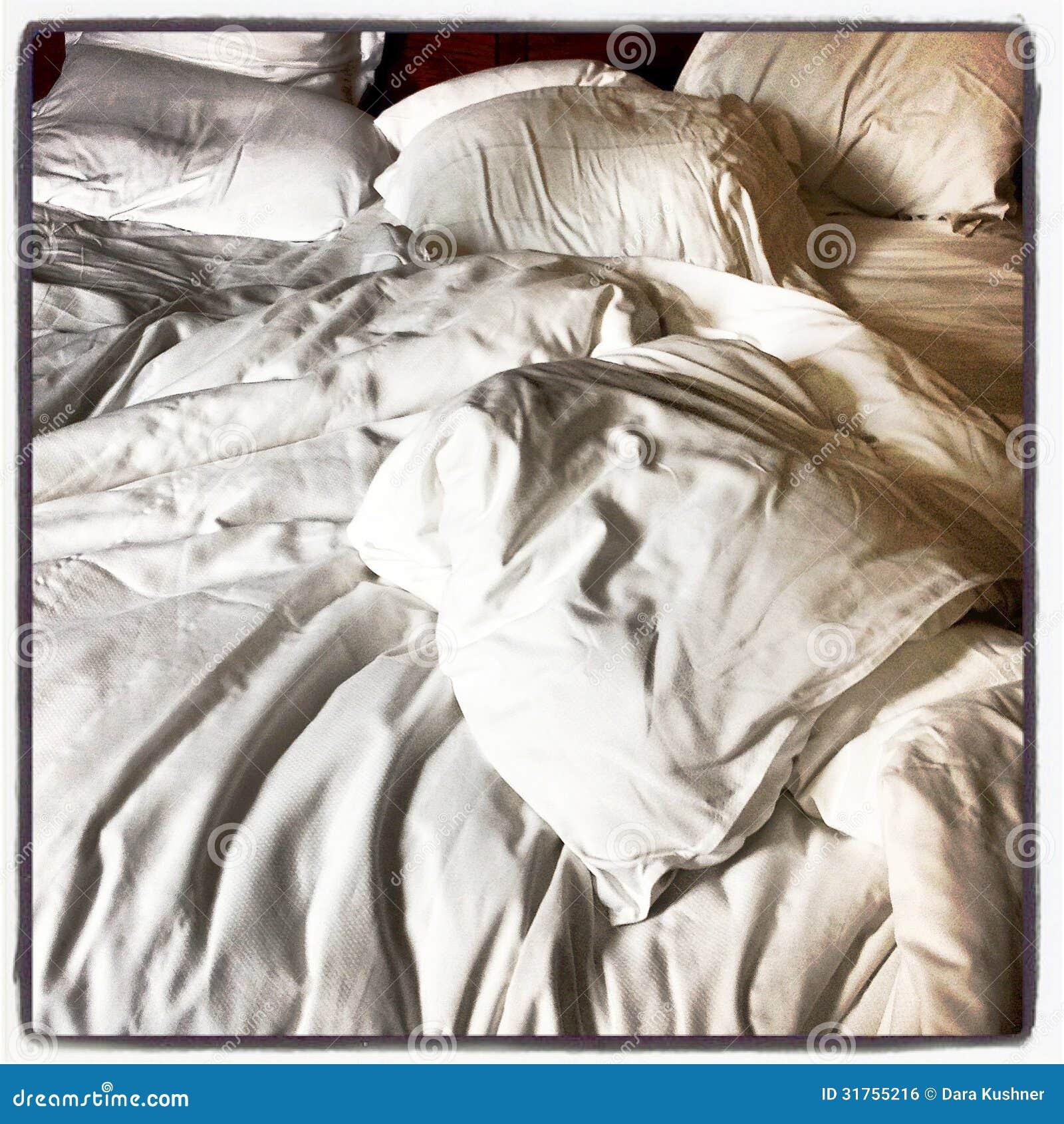 Primo piano disfatto del letto immagine stock libera da for Piani camera da letto del primo piano