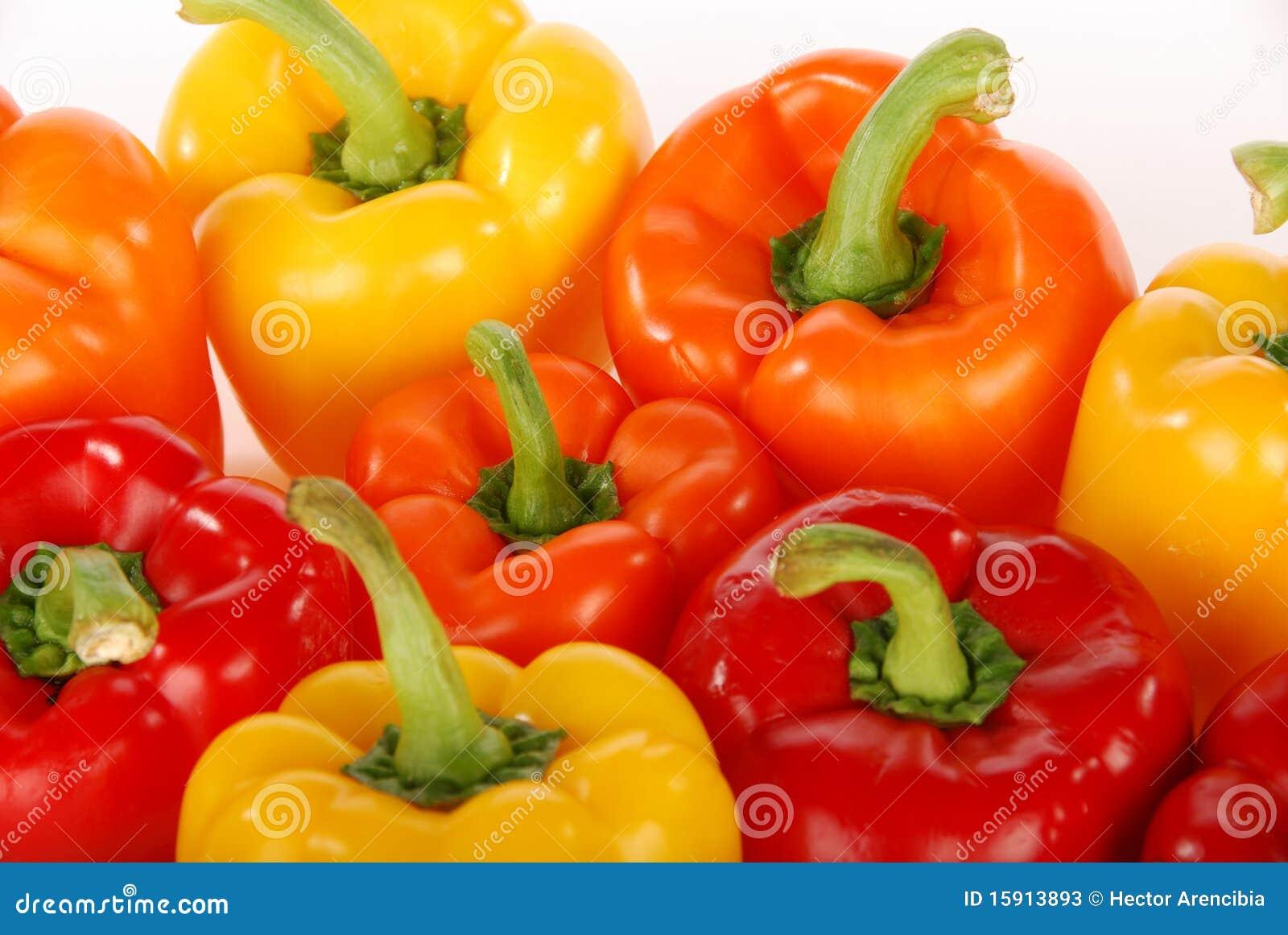 Primo piano rosso dei peperoni dolci di colore giallo for Oggetti di colore giallo