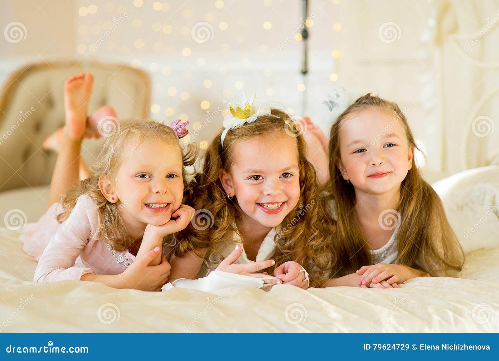Princesa três pequena na cama