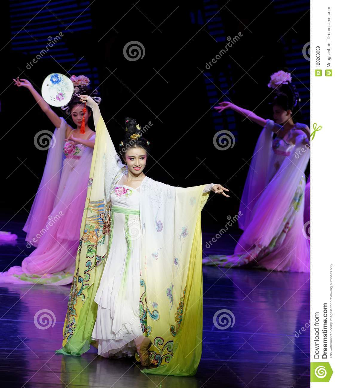 Rainbow Dance-The Second Act: A Feast In The Palace-Epic Dance Drama