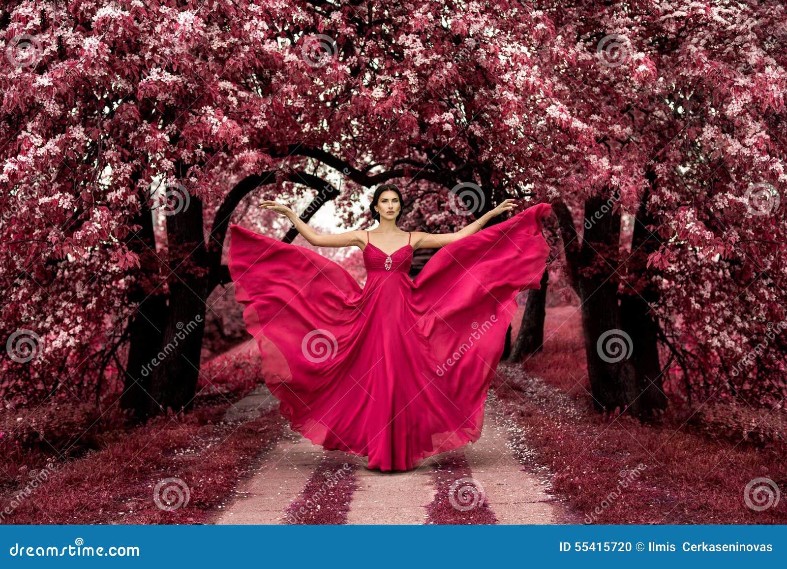 Principessa rosa malefica, donna sexy con il bello vestito