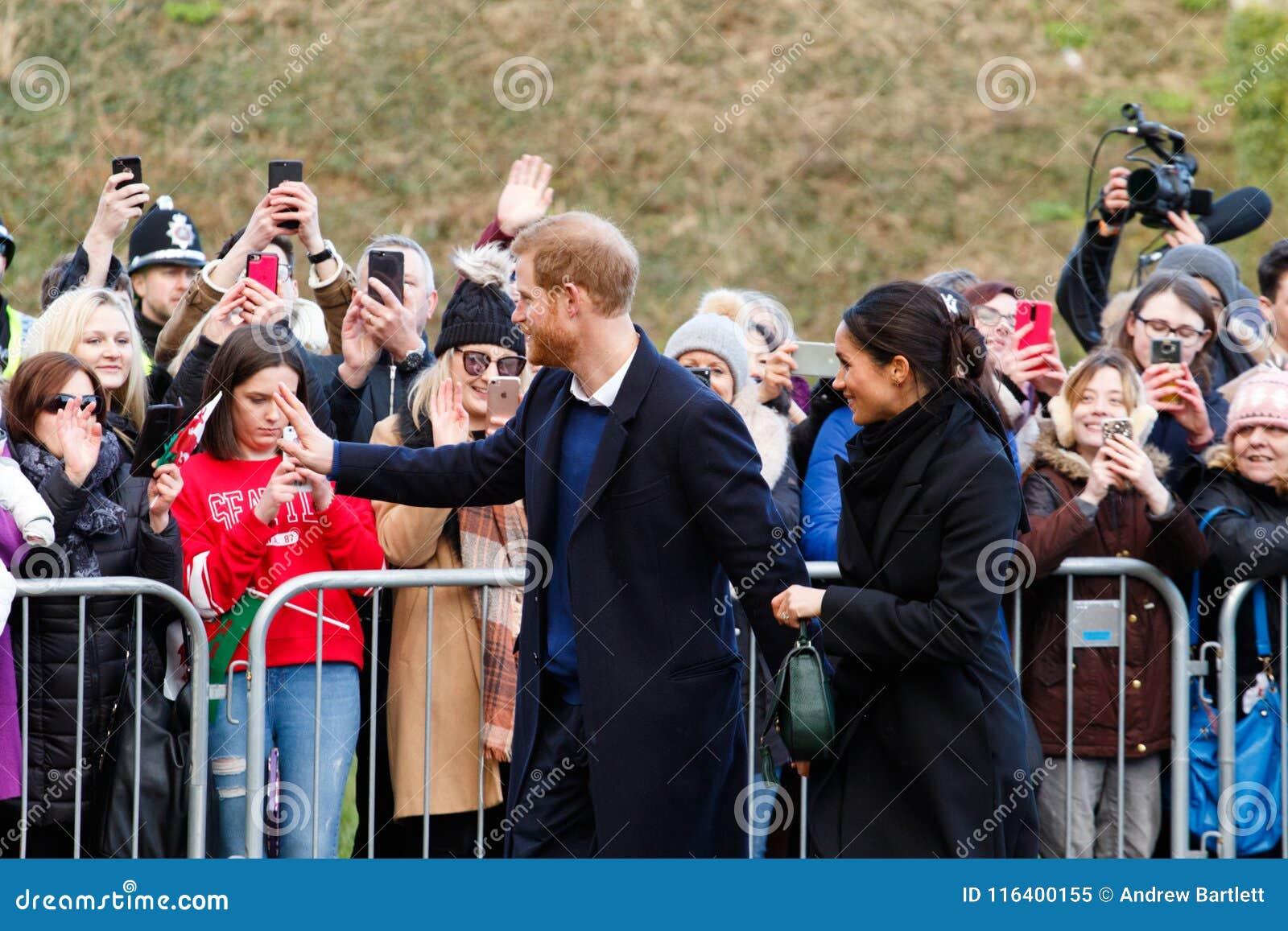 Prinsen Harry och Meghan Markle besöker Cardiff, södra Wales, UK