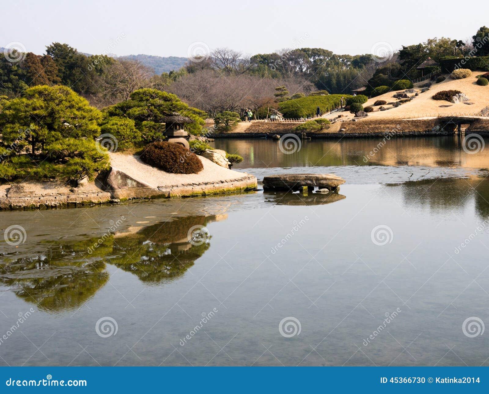 Printemps dans le jardin japonais