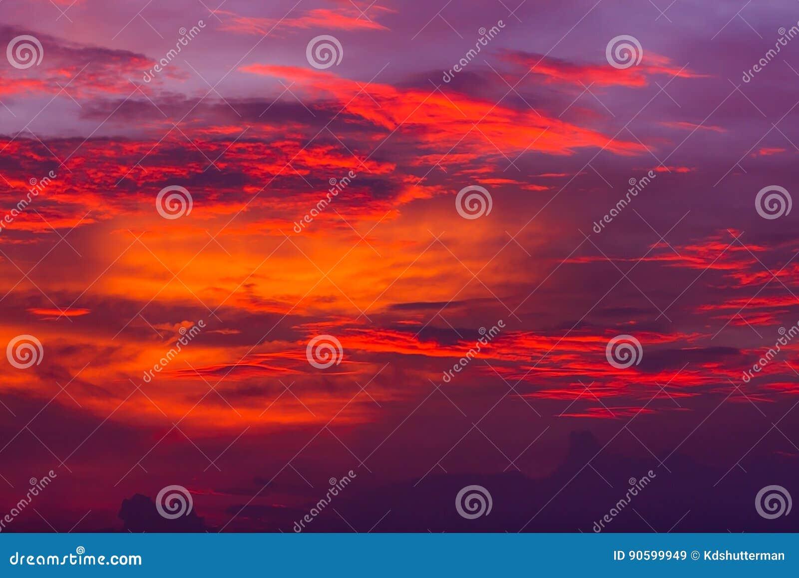 Cielo Rosso Di Notte.Priorita Bassa Della Natura Cielo Rosso Alla Notte Ed Alle Nuvole
