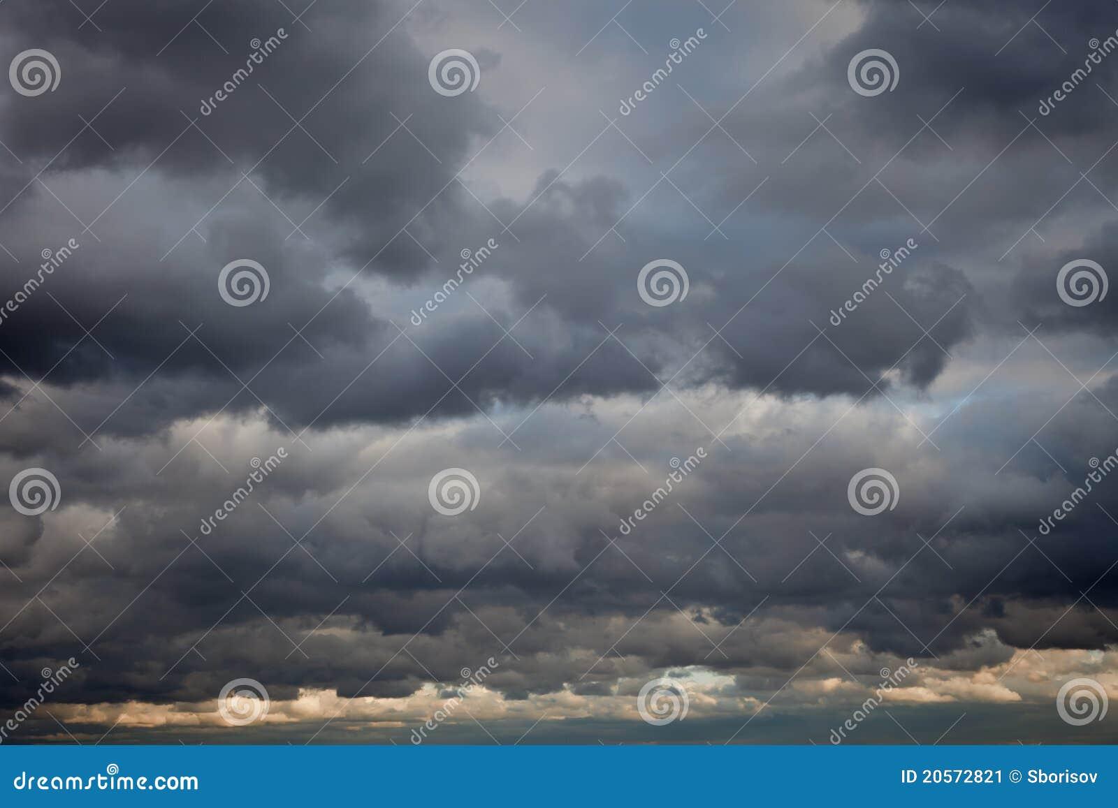 Priorità bassa tempestosa del cielo