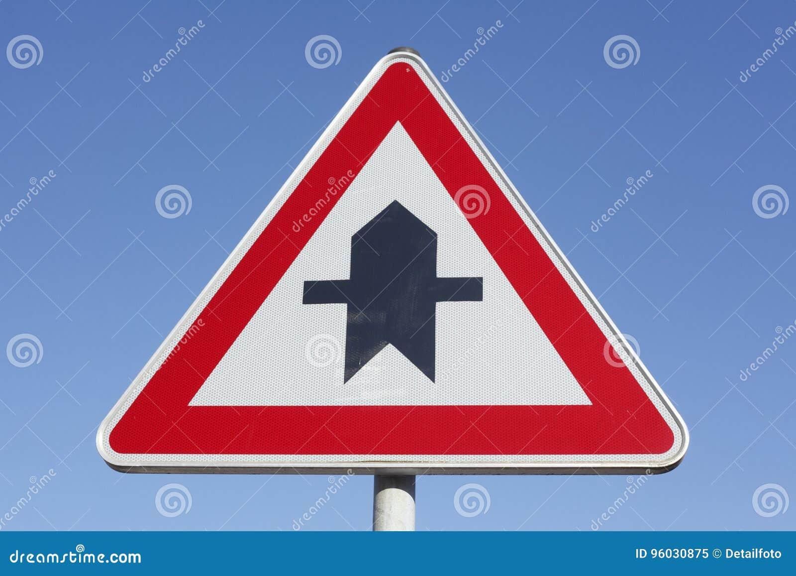 Priorytetu ruchu drogowego znak