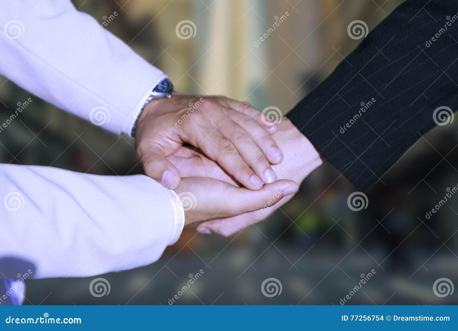 Prise de contact - fixation de main