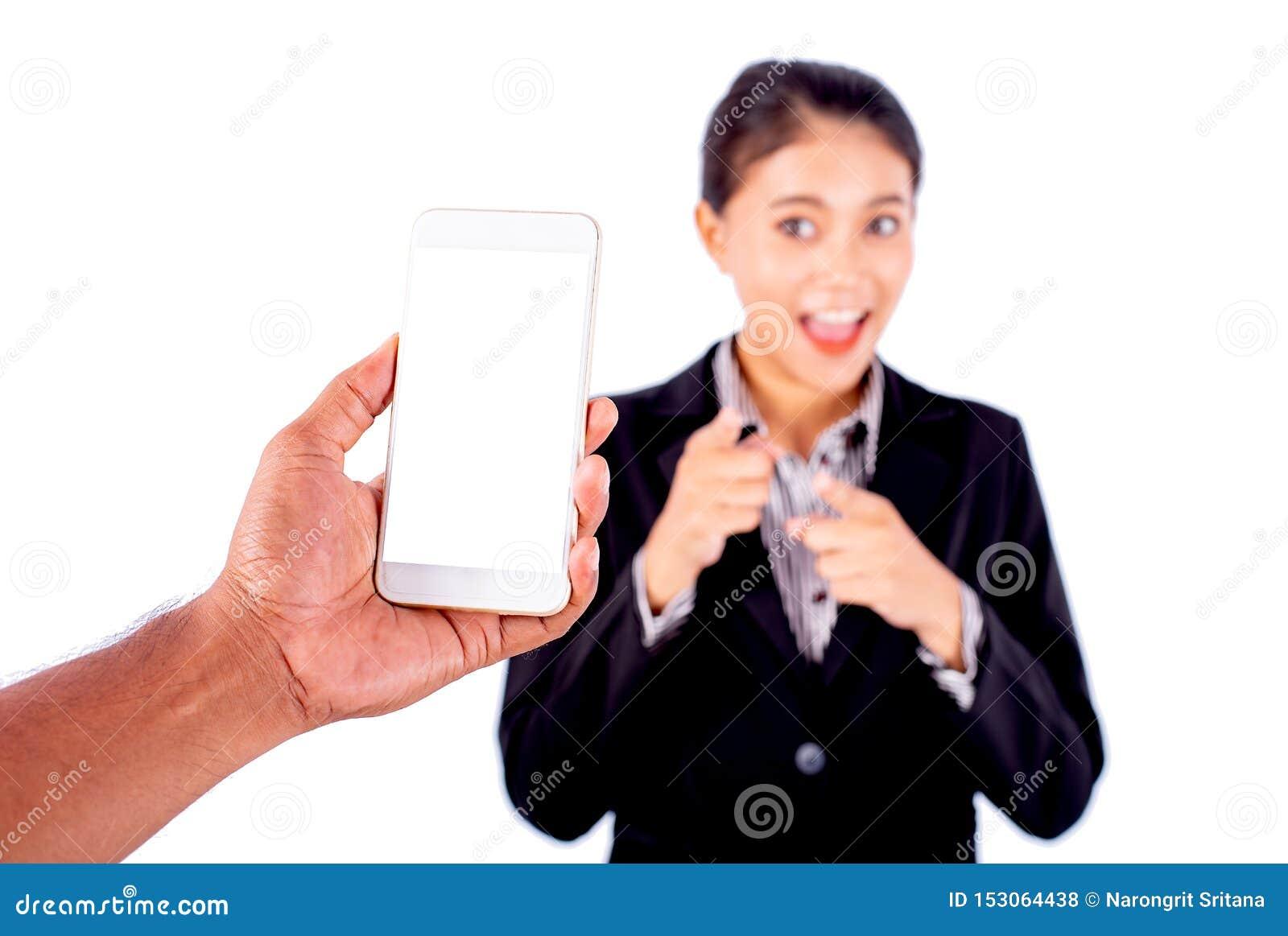Prise de main d homme le téléphone portable pour prendre une photo de belle femme asiatique d affaires qui indiquent le téléphone
