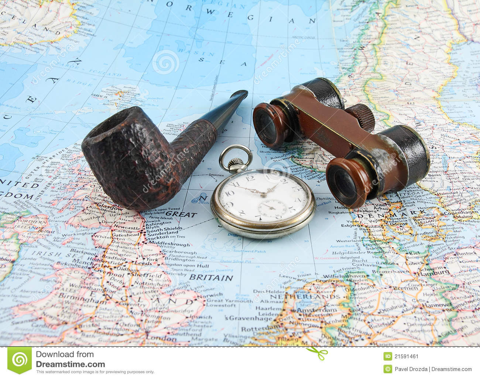 Prismáticos, relojes de bolsillo y tubo viejos