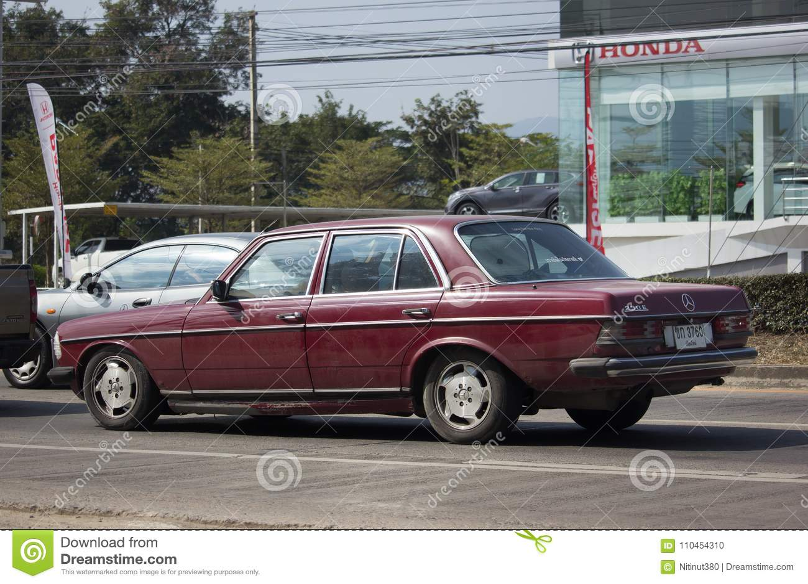 Privat gammal bil av Mercedes Benz 230E