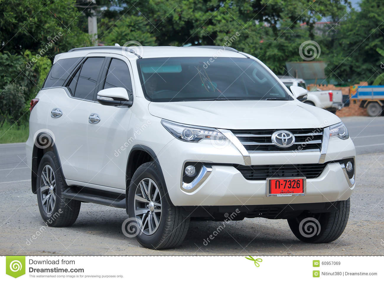 privat suv auto toyota fortuner redaktionelles stockbild bild von stra e reisen 60957069. Black Bedroom Furniture Sets. Home Design Ideas