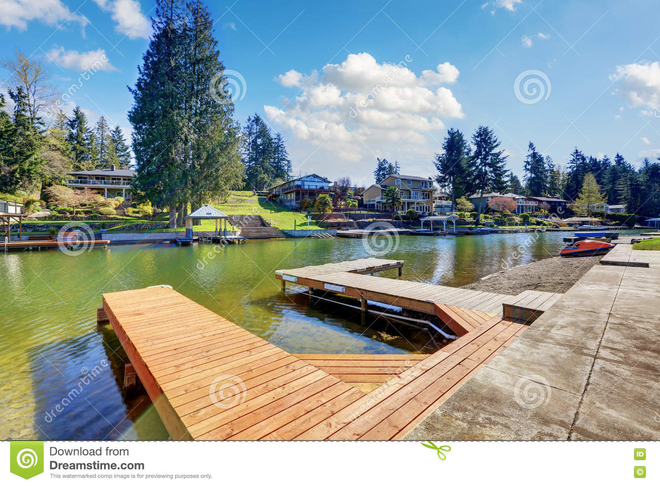 Privates Dock auf See Tapps
