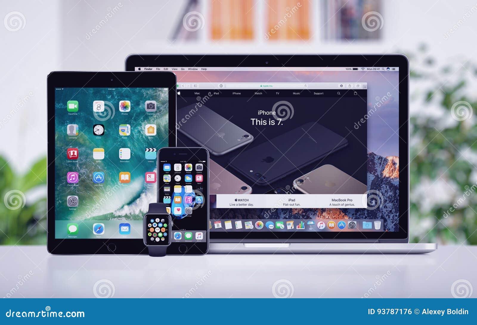 Pro-iPad för Apple Macbook iPhone 7 och Apple klocka på kontorsskrivbordet